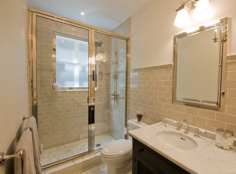 Как правильно выполнять ремонт ванной объеденной с туалетом