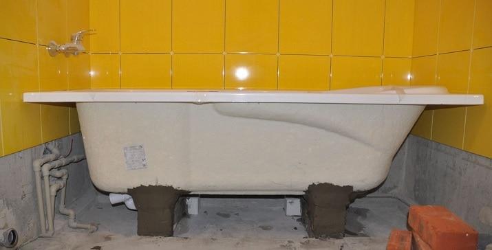 Акриловая ванна установлена