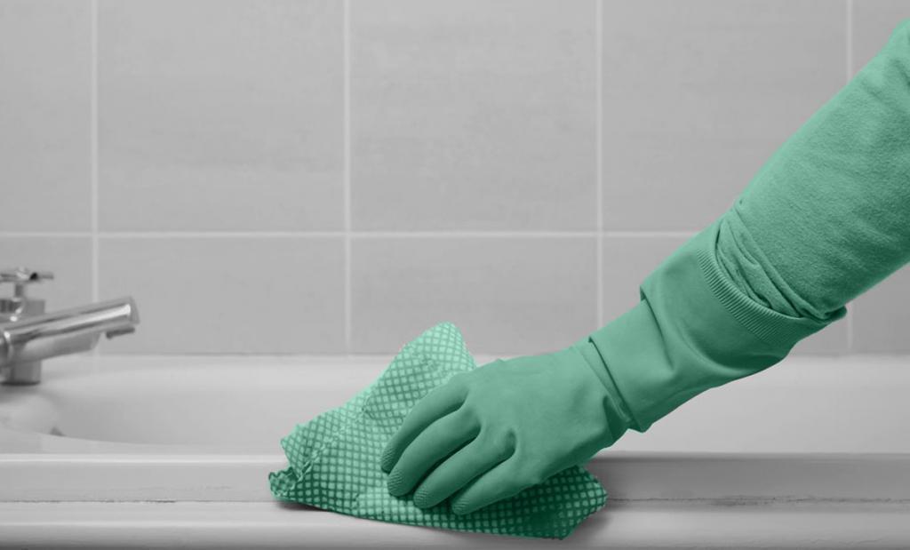 Мытье ванны раствором из уксуса