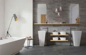 шероховатое покрытие в ванной комнате