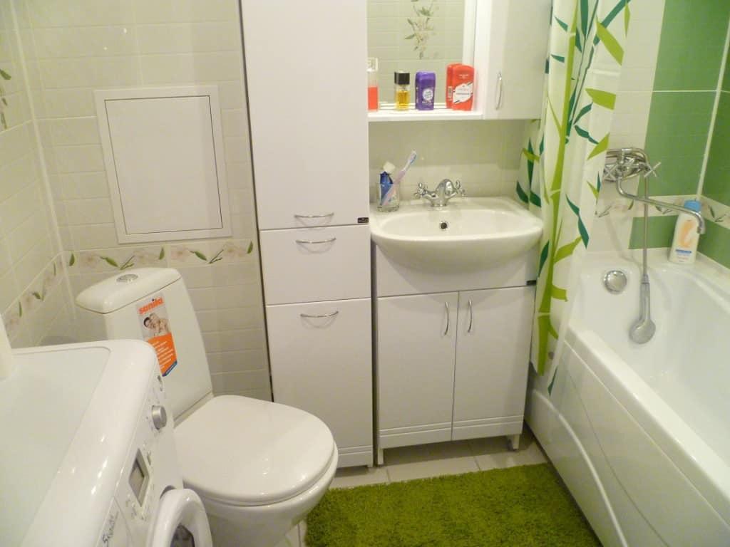 Сантехника и мебель в ванной