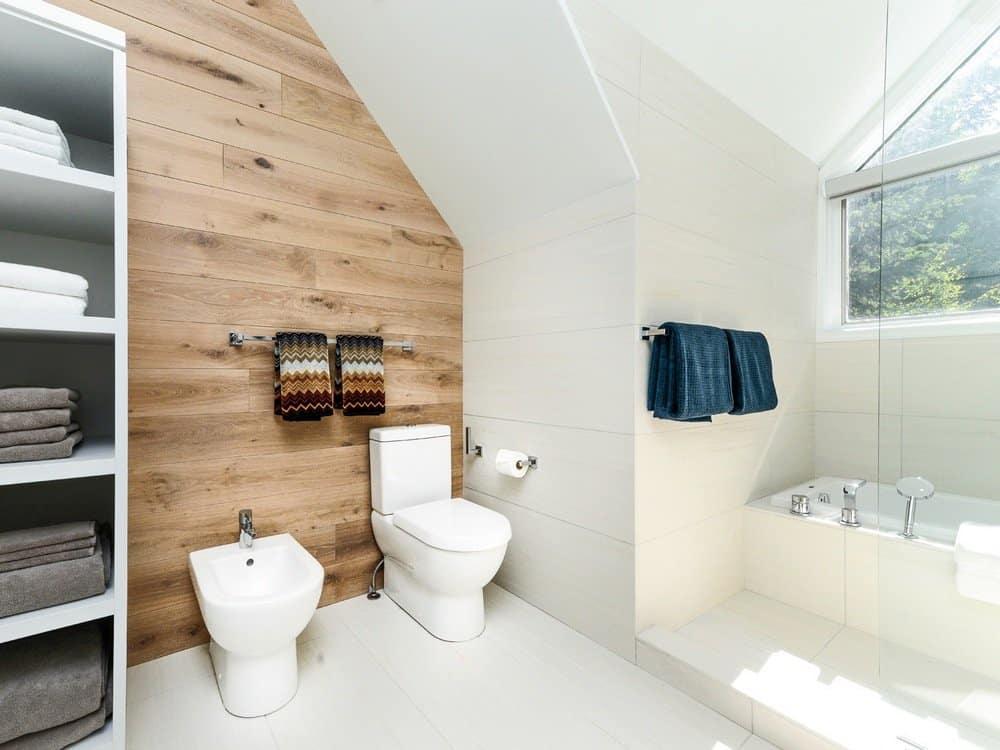 Дизайн ванной комнаты под дерево