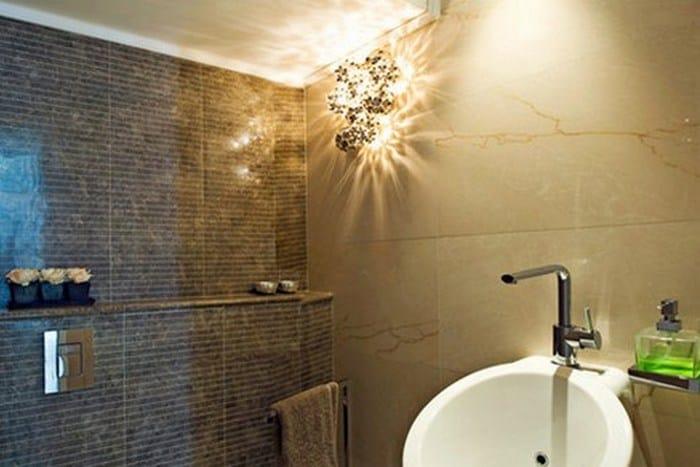 светильник в ванной