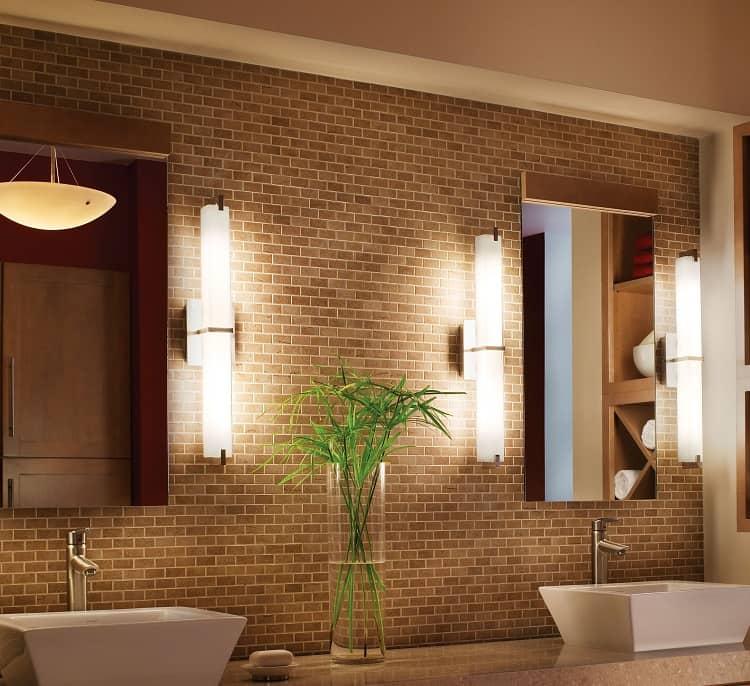 Настенный светильник в ванную комнату
