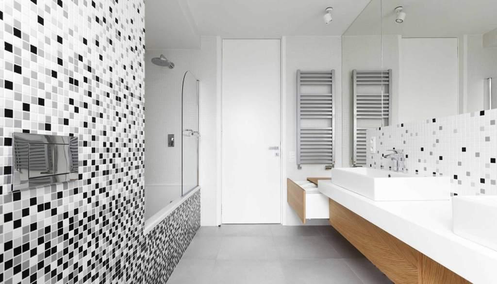 Ванная комната с мозаикой черно белая