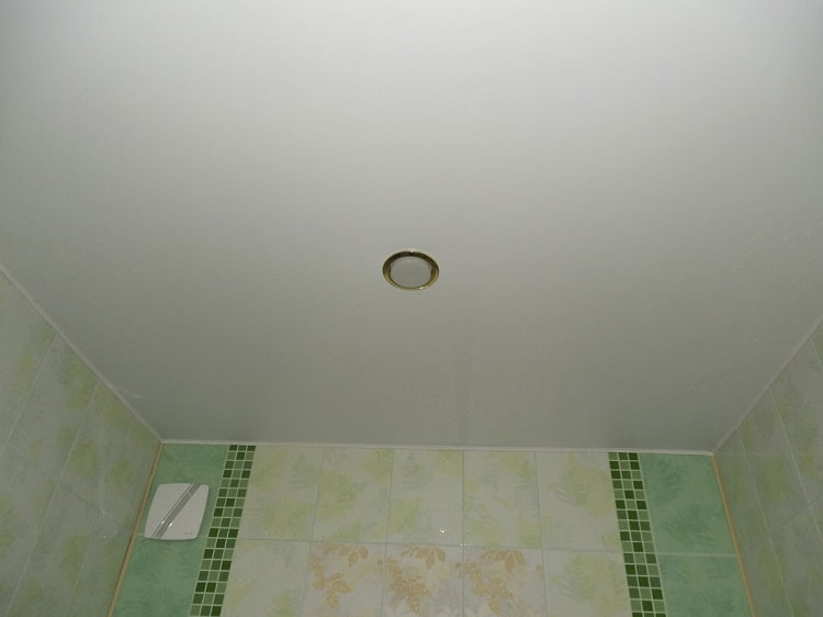 Варианты отделки потолка