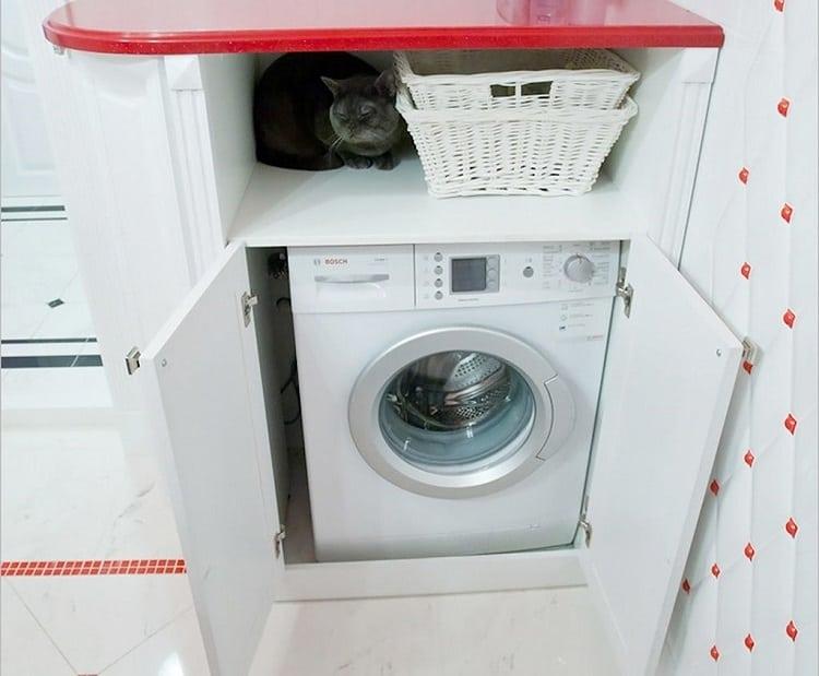 Шкаф для стиральной машины в ванной комнате