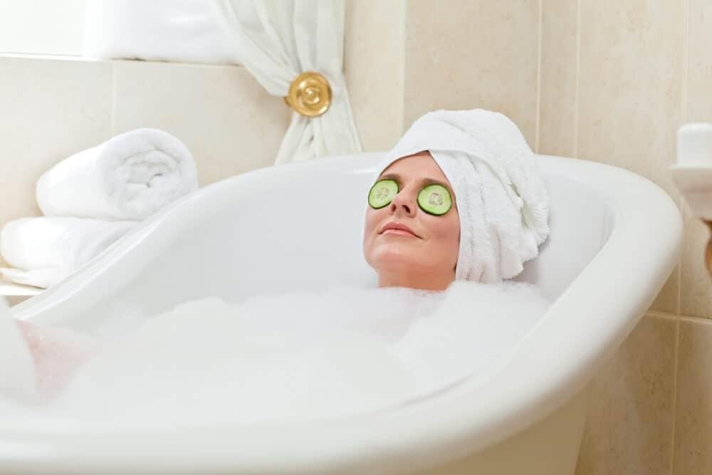 Фото в ванной с полотенцем на голове