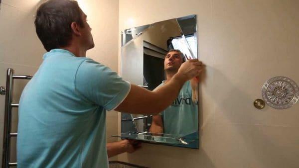 Крепление зеркала на клей