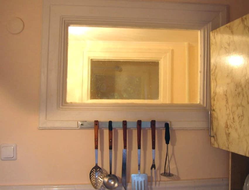 Окно из ванной на кухню или в туалет