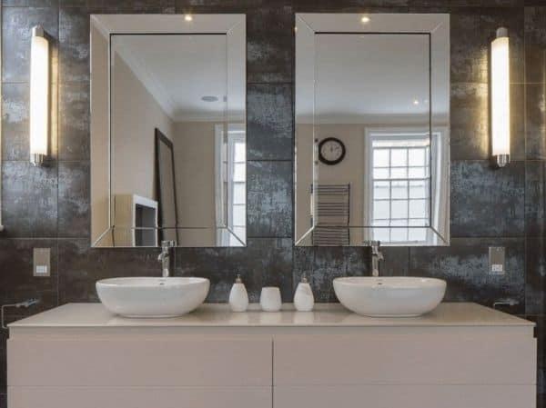 Зеркало над раковиной в ванной