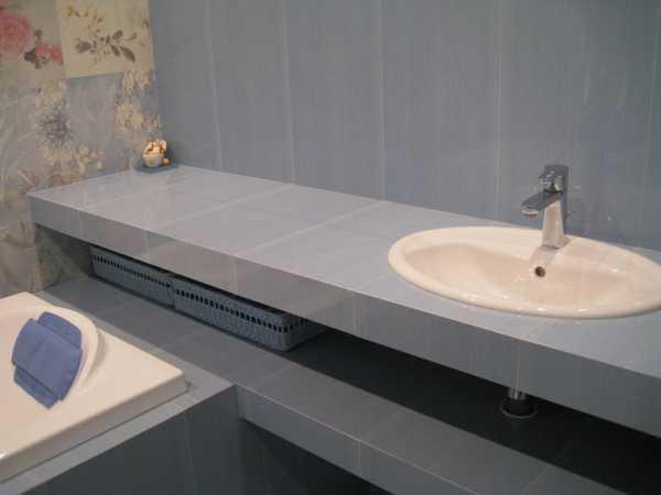 столешница из плитки в ванную