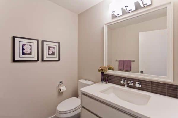 Бежевые стены в ванной комнате