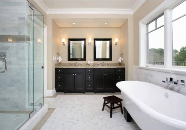 Черно-бежевая ванна