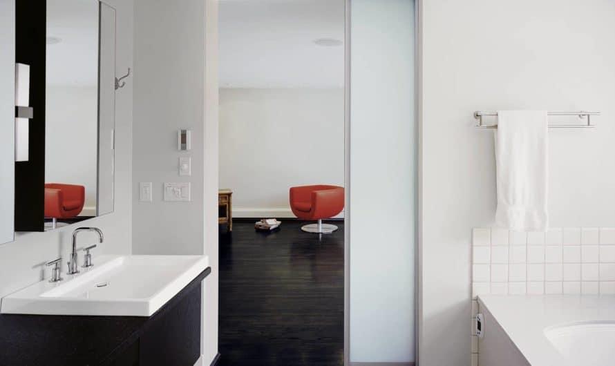 Как выбрать раздвижные двери в ванную