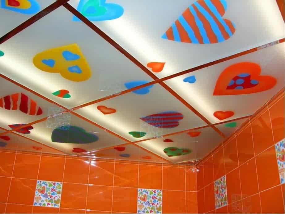 Потолок с наклейками