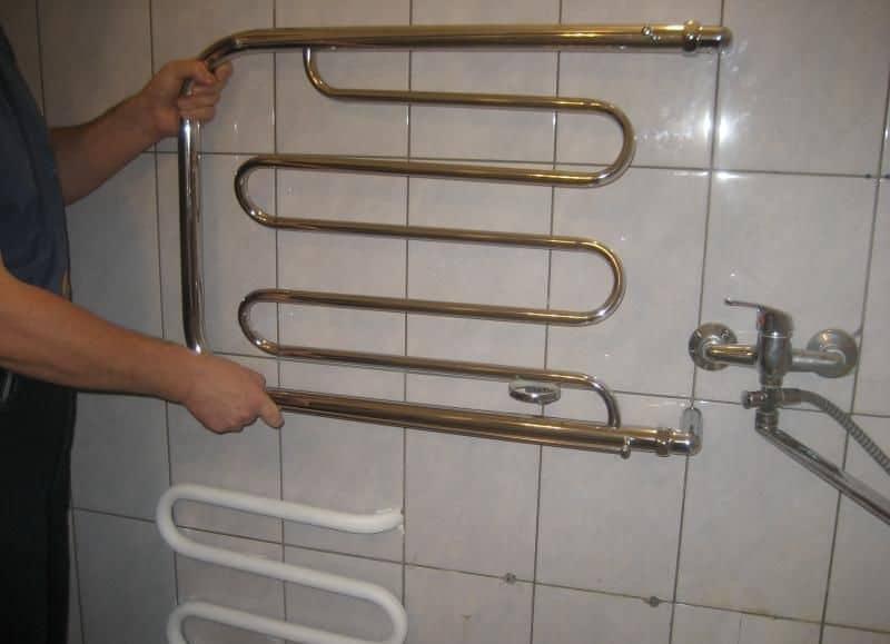 Труба в ванной