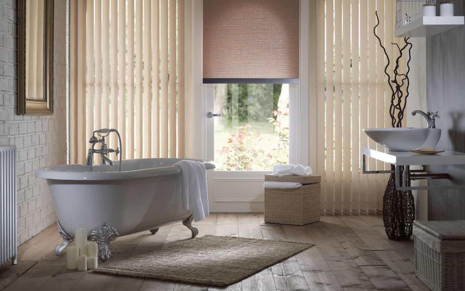Римские жалюзи в ванной комнате
