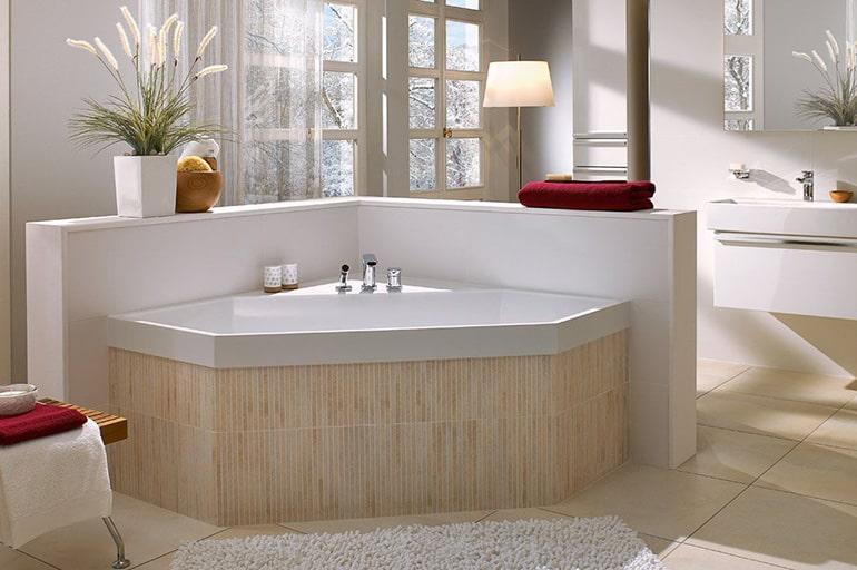 Монтаж квариловой ванны