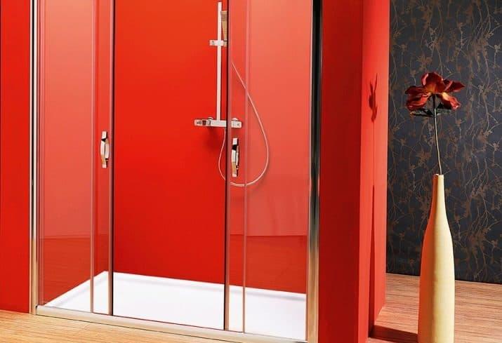 Раздвижные двери в душевой кабине