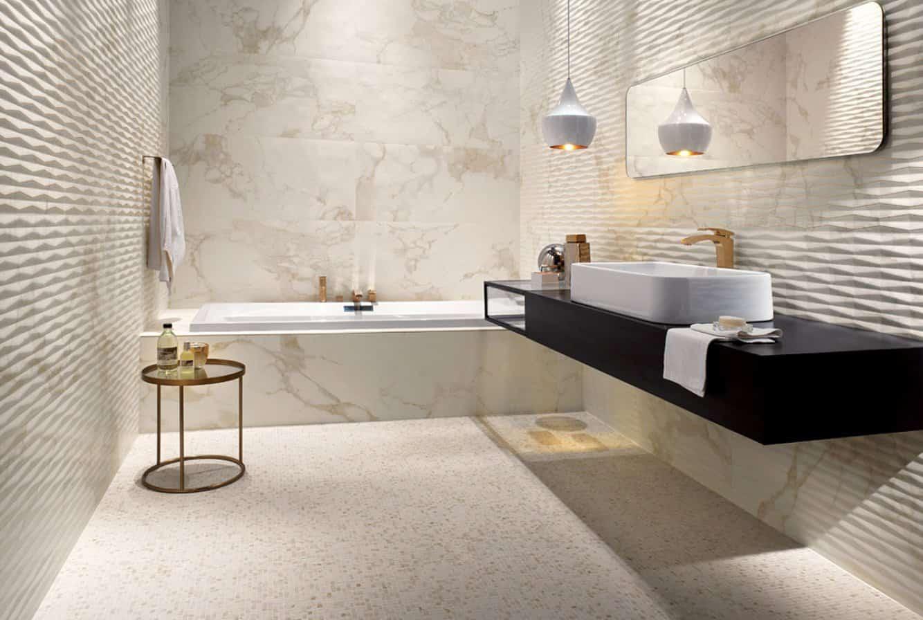Дизайн ванной комнаты с рельефной плиткой