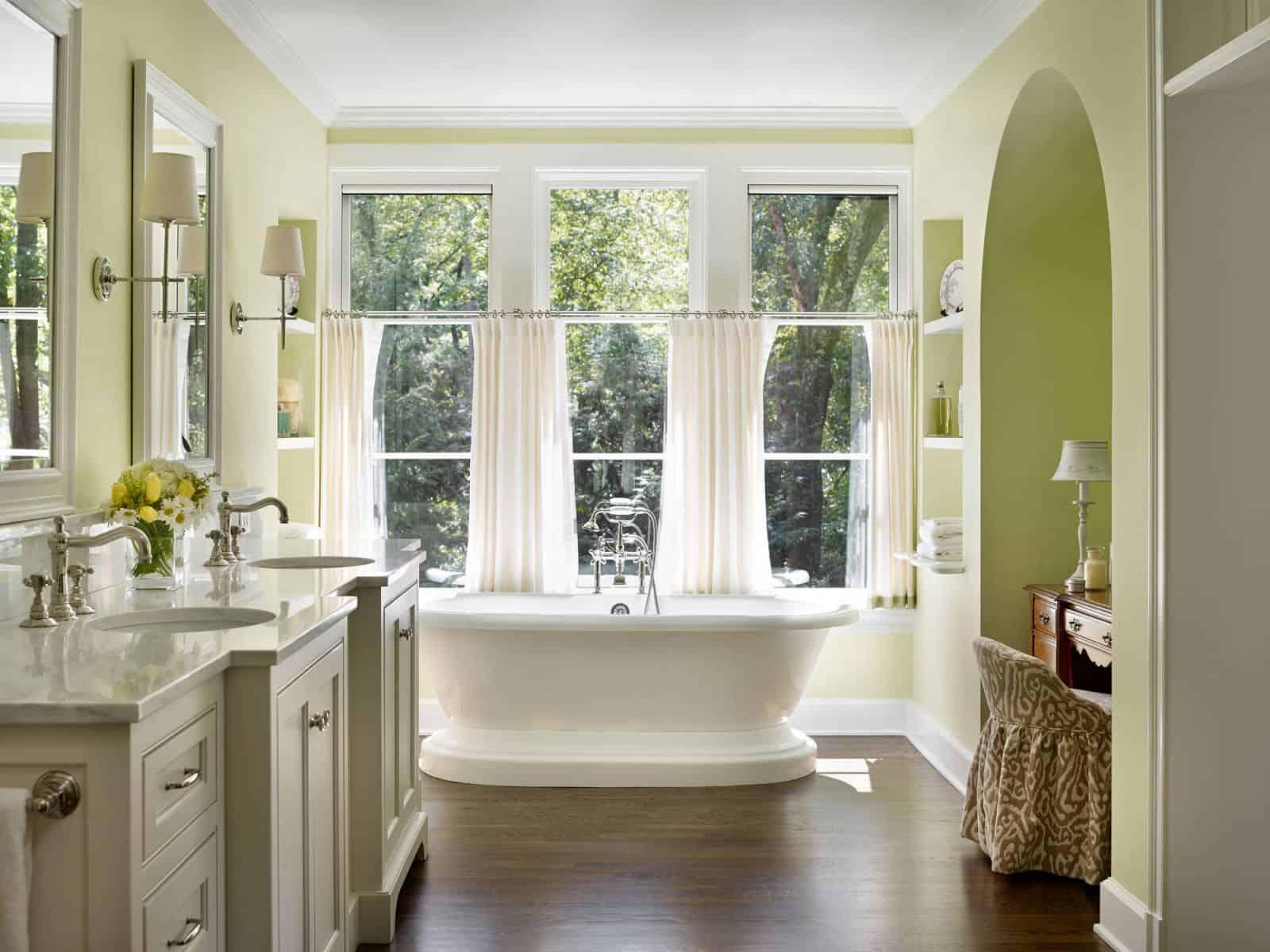 Шторы для больших ванных комнат