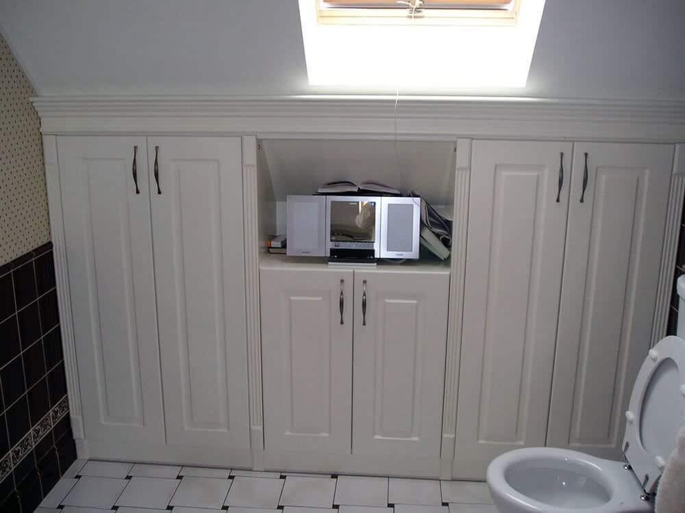 Встроенный шкаф в ванной комнате-4