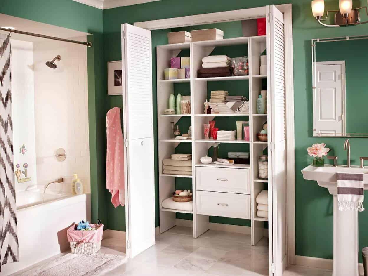 Встроенный шкаф в ванной комнате-2