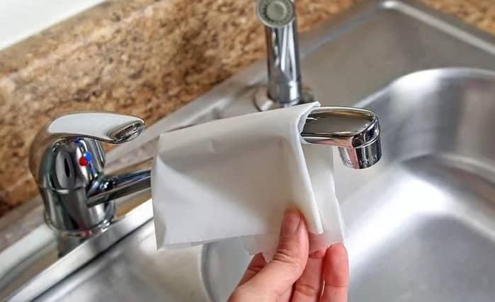 Чистка смесителей бумагой для выпечки