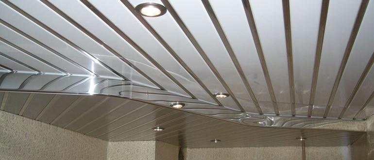 Монтаж алюминиевого потолка в ванной комнате