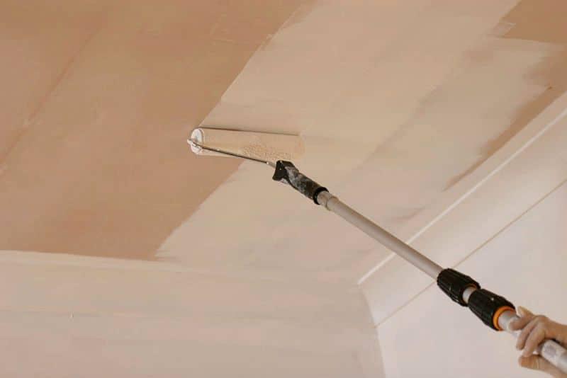 Ремонт ванной покраска потолка