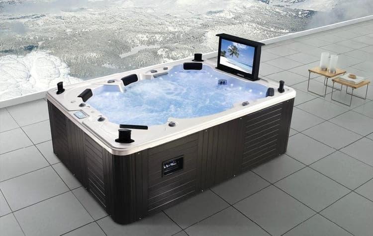 Телевизор и ванна