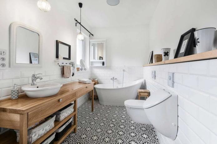 черно-белый пол в ванной