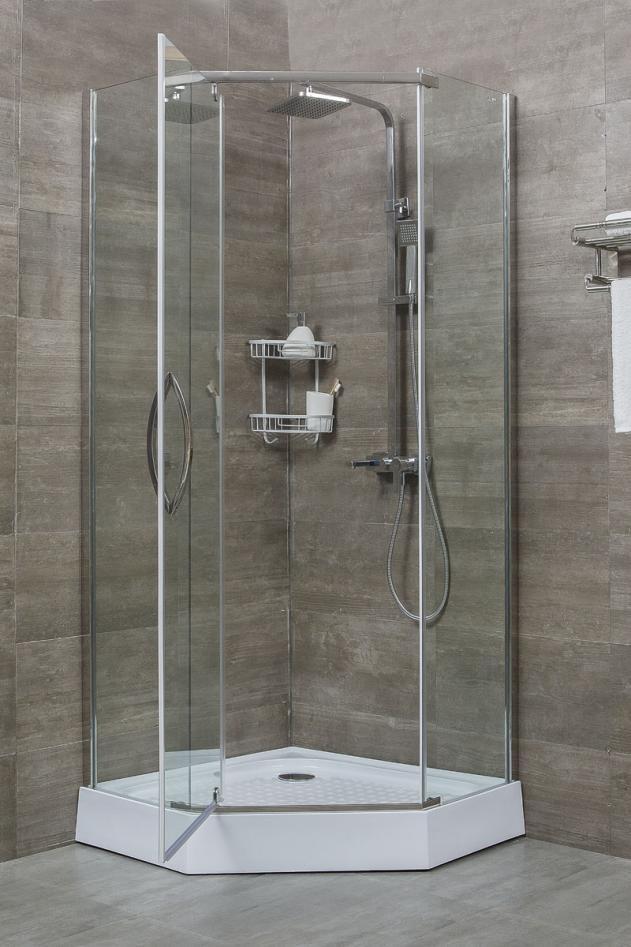 Маленькая кабинка в ванной