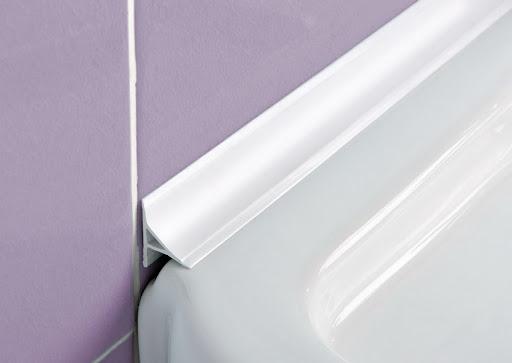 Плинтус для ванны: аккуратное и практичное оформление стыков