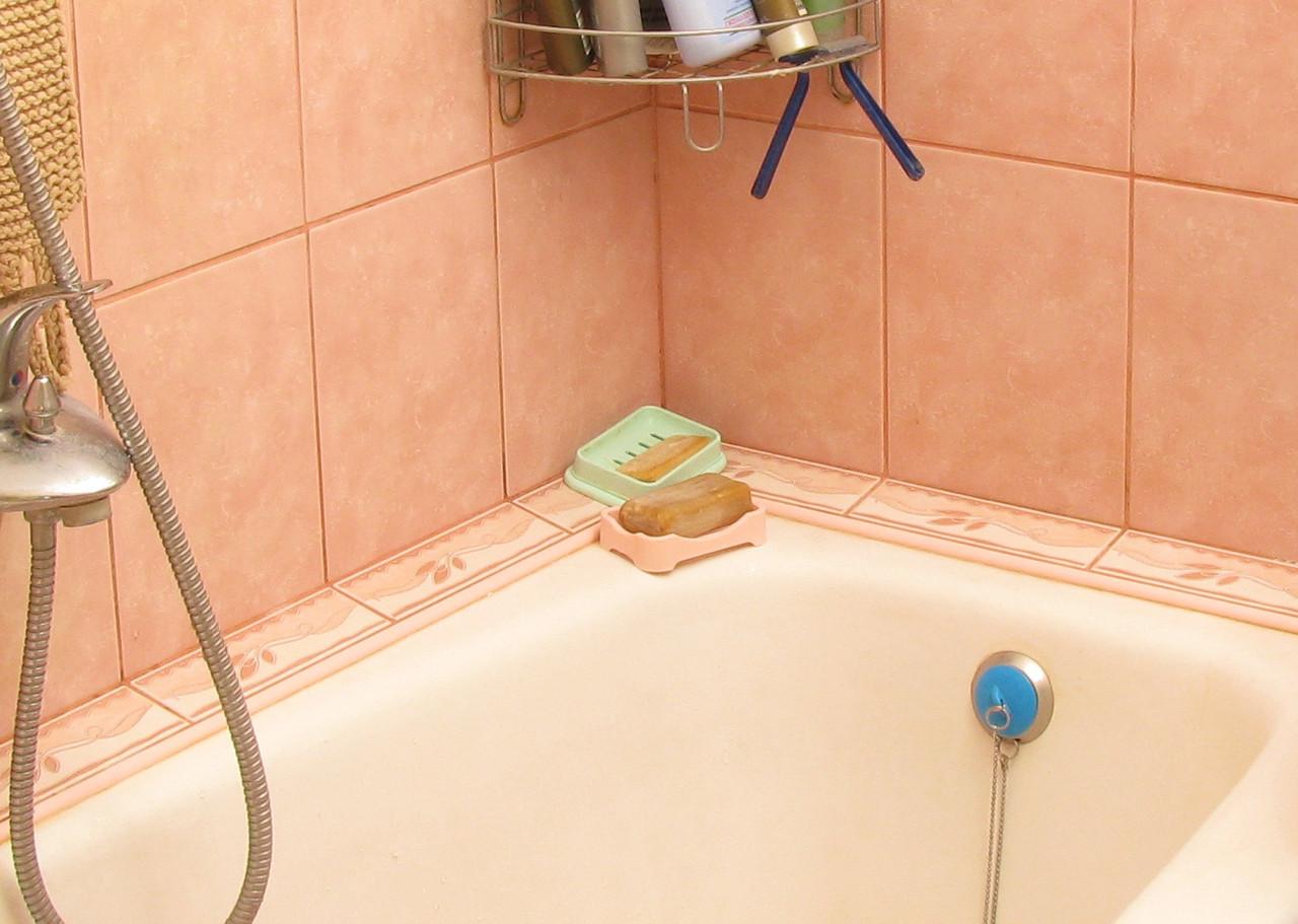 Установка плинтуса или бортика в ванной, цена 40 руб., заказать в Минске —  Deal.by (ID#92736285)
